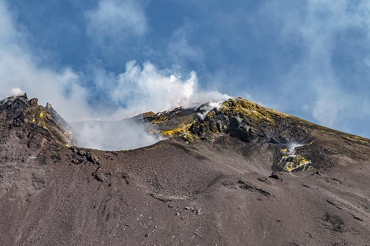 The principal active vent of Etna's SE crater (Photo: Markus Heuer)