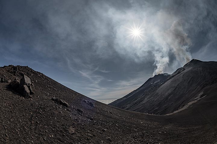 Wide-angle view from Pizzi Deneri over Valle del Leone and the summit crater complex of Etna. (Photo: Markus Heuer)