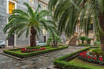 Small courtyard in Catania (Photo: Markus Heuer)