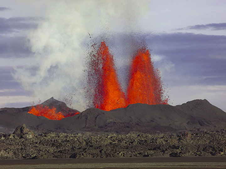 Lava fountains from the main vents at the Holuhraun fissure eruption (Bardarbunga volcano, Iceland) on 13 Sep 2014 (Photo: MartinHensch)