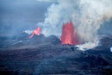 Lava fountains from the Holuhraun fissure eruption in Sep 2014 (Bardarbunga volcano, Iceland) (Photo: Martin Hertel)