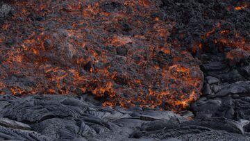 Kilauea volcano (Hawai'i): lava flows down the Pulama Pali on 1 July 2016 (Photo: Michael Dalton)
