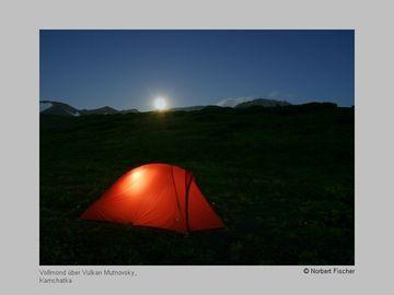 Tent with full moon over Mutnovsky volcano (Kamchatka) (Photo: Norbert Fischer)