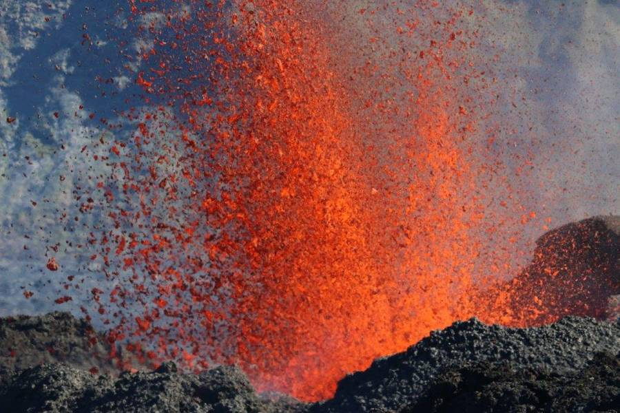 Lava fountain from the eruption at Piton de la Fournaise volcano few hours after the start on 15 Sep 2018 (Photo: Patrick Barois)