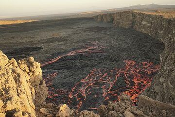 In the afternoon (17 Jan), lava flows on the SW side have covered much of the western caldera floor and invade the vaster, gently dipping southern part of the oval-shaped NW-SW oriented caldera of Erta Ale. (Photo: Paul Reichert)