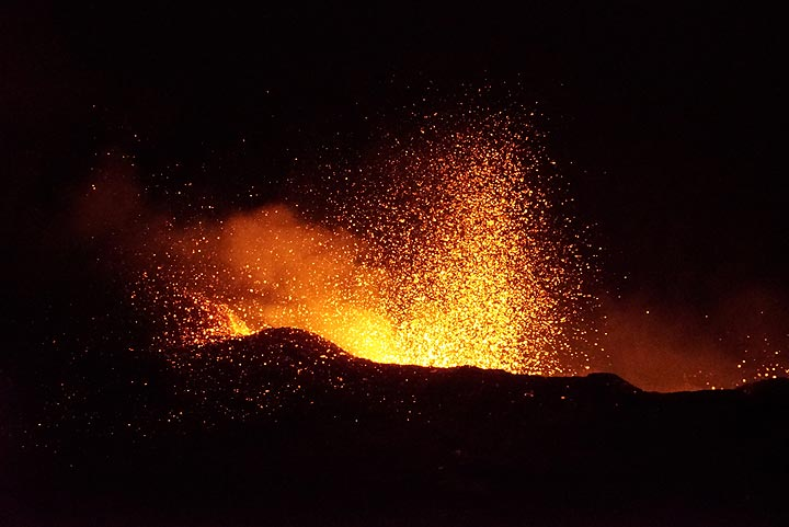 During 18 Jan evening, the lava level drops and violent spattering sets in from the lava lake (photo taken late evening of 18 Jan). (Photo: Paul Reichert)