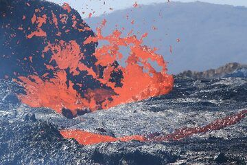Lava bubble explosion from close, showing the formation of Pele's Hair. (Photo: Paul Reichert)
