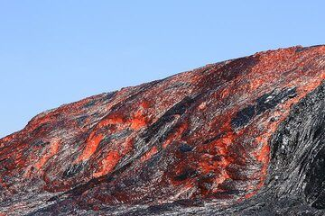 """""""A vigorous overflow of the western rim started at 10:30 am (16 Jan) and produced a flood of lava that went in the southwestern direction."""" (Enku) (Photo: Paul Reichert)"""