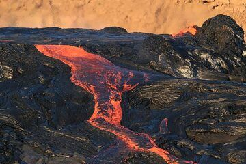 """(16 Jan) """"The activity continued progressively from both sides of the rim and at about 4 pm in the afternoon both the fountaining and overflow reached a climax and covered the surface of the whole caldera with an average speed of 50 km/hour."""" (Enku) (Photo: Paul Reichert)"""