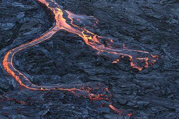 View from above at a branching lava flow snaking over slightly older, but still hot pahoehoe lava flows on the caldera floor. (Photo: Paul Reichert)