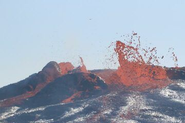 """On 18 Jan 2017 the activity continues to produce some overflows, but is impressive because it shifts to produce fountains 10-15 m high. """"It is highly pressurized and the northern edge of the molten lava lake is surrounded by an embryonic cone, built by fountaining activity."""" (Enku) (Photo: Paul Reichert)"""