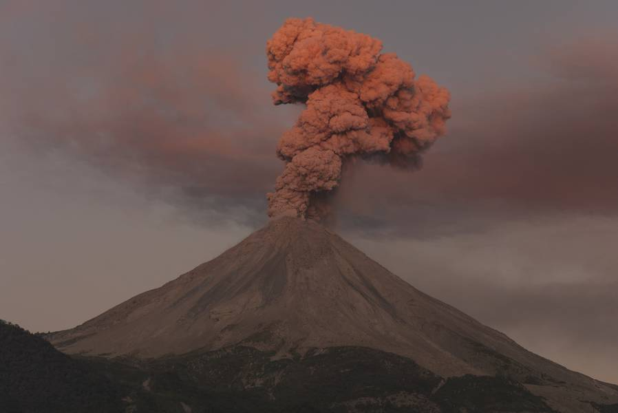 Sunset over an eruptive column from Volcán de Colima. The picture was taken on November 28, 2015 next to La Yerbabuena village, 8 km SW from the volcano (Photo: PepCabré)