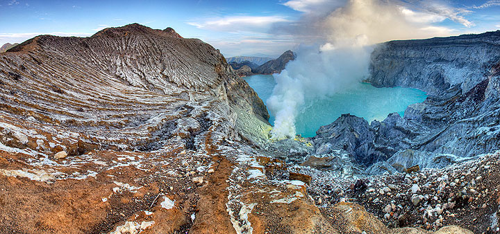 Kawah Ijen crater with the turquoise crater lake, East Java, Indonesia (Photo: Richard Arculus)