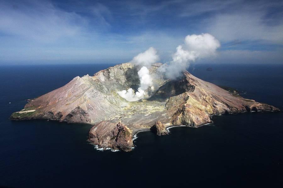 Aerial view of White Island volcano, New Zealand (Photo: Richard Arculus)