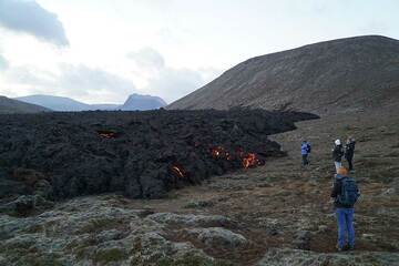Walking along the margin of the lava flow field in Gelingadalur valley (Photo: Ronny Quireyns)