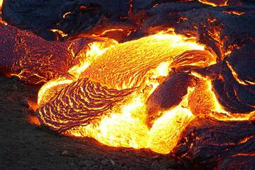 Small lava breakout forming a ropy lava tongue (Photo: Ronny Quireyns)