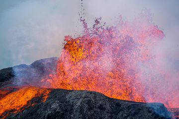Our friend Ronny from Belgium sent us a selection of his recent tour to the eruption in Iceland during 26 May-3 June 2021: (Photo: Ronny Quireyns)