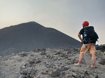 On the rim of the old crater (Photo: Ronny Quireyns)
