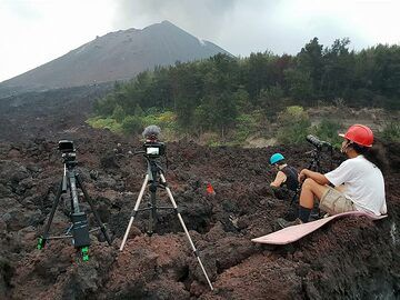 Waiting for eruptions... (Photo: Ronny Quireyns)