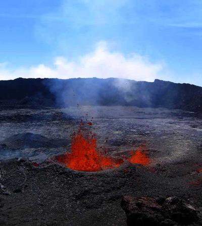 The still active cone in its first hour of life! (Piton de la Fournaise volcano, La Réunion) (Photo: SBCabusson)