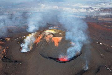 Active cone of Plosky Tolbachik volcano (May 2013) (Photo: Sergey Krasnoshchokov)