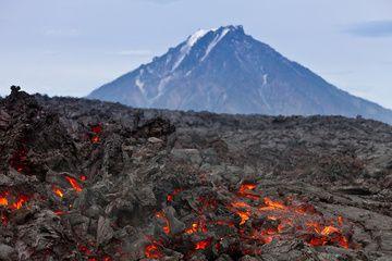 Lava flow of Plosky Tolbachik volcano and the cone of Bolshaya Udina volcano (July 2013) (Photo: Sergey Krasnoshchokov)