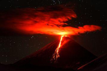 Erupting Klyuchevskoy volcano, Kamchatka, with the new lava flow (Sep 2013) (Photo: Sergey Krasnoshchokov)