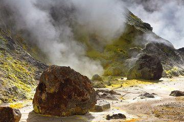Fumarole field in a crater of Mutnovsky Volcano (Sep-2013) (Photo: Sergey Krasnoshchokov)