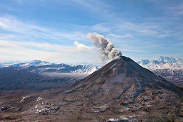 Ash emission from Karymsky volcano (March 2011) (Photo: Sergey Krasnoshchokov)