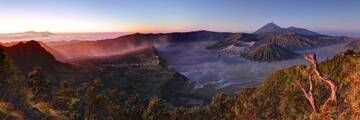 A dust storm rolls into the Tengger Crater as dawn breaks and Semeru vents into the morning air. (Photo: ShaunJohnston)