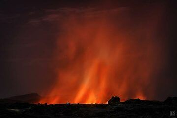 Bright red glow above the large new lava lake that formed in the fissure eruption on Erta Ale´s SE flank (Feb 2017) (c)
