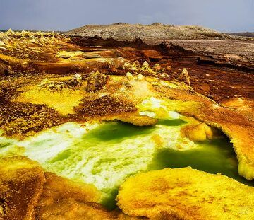 Yellow and brown salt formations at Dallol (c)