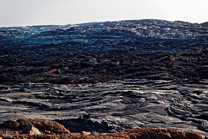 Daytime view onto the active front of a pahoehoe lava flow at the new lava shield on Erta Ale´s southern rift (February 2017) (c)