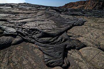 A young lava flow that covered the floor of Erta Ale´s summit caldera during the intense overflow of the south crater lava lake which preceeded the new fissure eruption on the volcano´s SE flank (February 2017) (c)