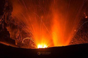 Dukono eruption (Photo: Thomas Spinner)