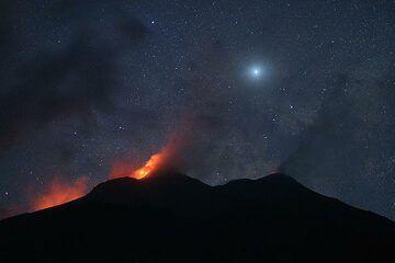 Night-time view of Karangetang with Venus. (Photo: Thomas Spinner)
