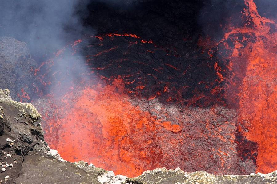 Lava bubbles splashing from the lava lake of Marum crater, Ambrym Island, Vanuatu (May 2012) (Photo: Thorsten Boeckel / www.tboeckel.de)