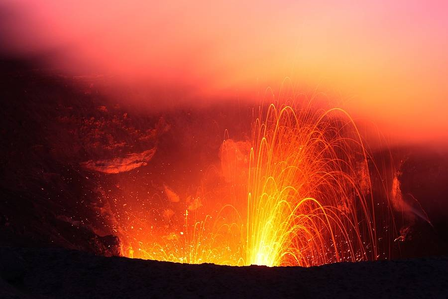 Eruption at Yasur volcano, Tanna Island, Vanuatu (May 2012) (Photo: Thorsten Boeckel / www.tboeckel.de)