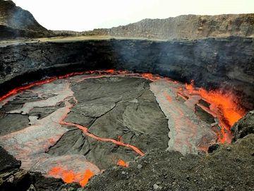 Erta Ale lava lake - boiling over (Photo: Tom222)