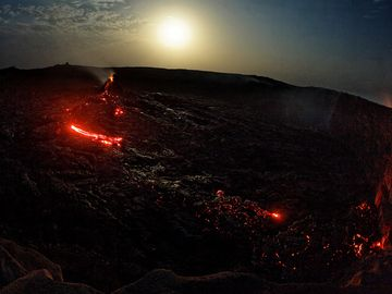 overview of of Erta Ales north crater with nice lavaflows - January 2013 (Photo: Tom222)