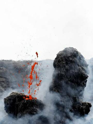 Blubb - nice lava bubbles exploding in the hornito in the middle of Erta Ales north crater (Photo: Tom222)