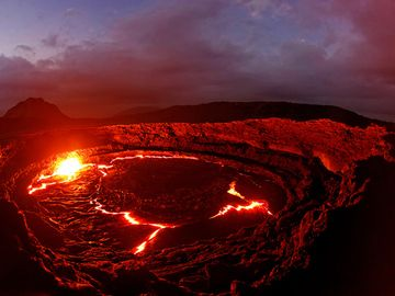 Erta Ale lava lake sunrise - january 2013 (Photo: Tom222)