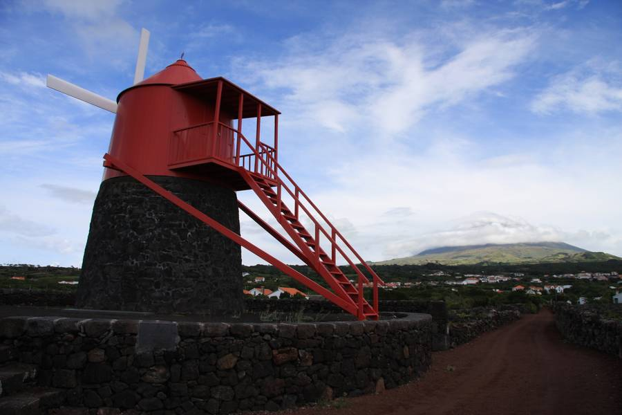 Traditional windmill along the coast of Monte, stratovolcano Pico in clowds (2351m), Pico Isl., Acores (Photo: WNomad)