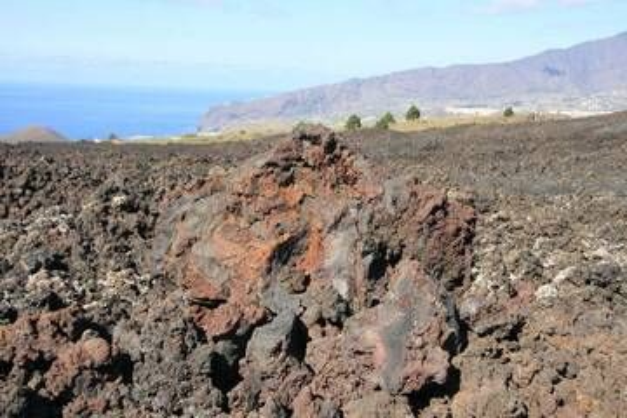 Lava field and volcanic cones near Los Llanos, La Palma Isl. (Photo: WNomad)