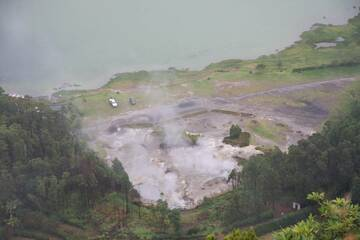"""Hot springs, solfatares and fumarols as """"natural kitchen"""" at the northern bank of Lagoa das Furnas, St. Miguel (Photo: WNomad)"""