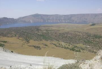 Panoramic View of Blue Lake in Caldera Nemrut Dagi, Turkey (Photo: WNomad)