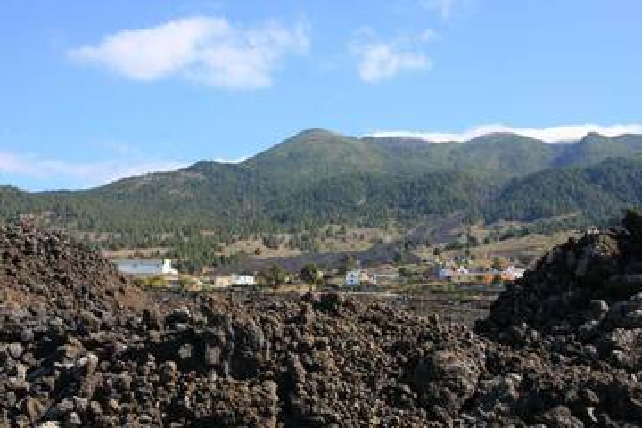 Lava stream through town of Fatima, Colada V. San Juan, La Palma Isl., Canary Islands (Photo: WNomad)
