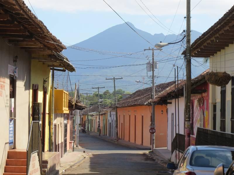 Mombacho stratovolcano, view from Granada, Nicaragua (Photo: WNomad)