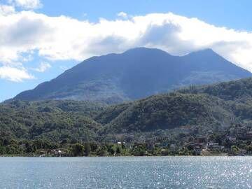 Santiago town in front of volcano Toliman, Atitlan Lake, Guatemala (Photo: WNomad)