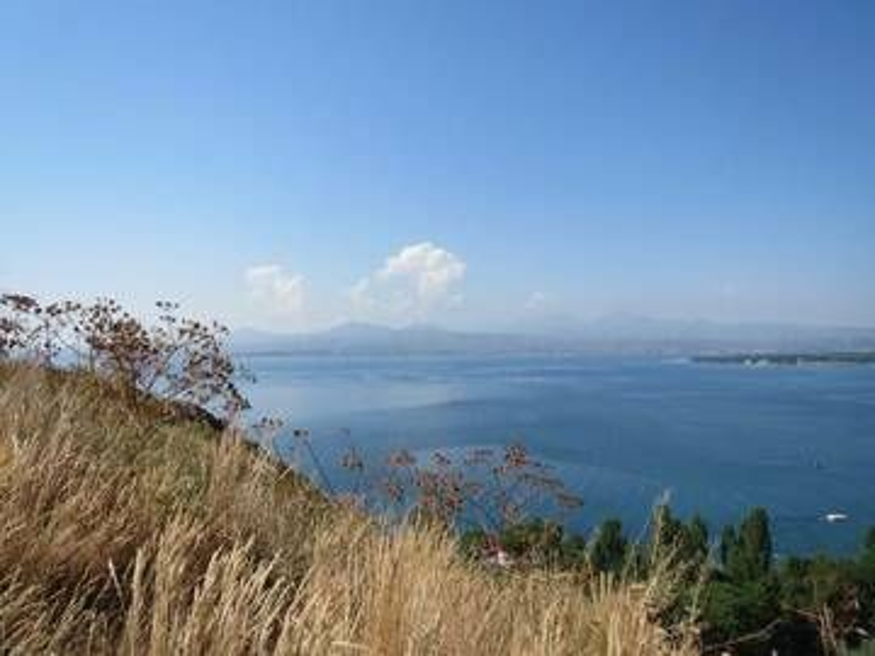 Ghegam Ridge volcanic field with its highest volcano, mount Azhdahak, Sevan Lake, Armenia (Photo: WNomad)